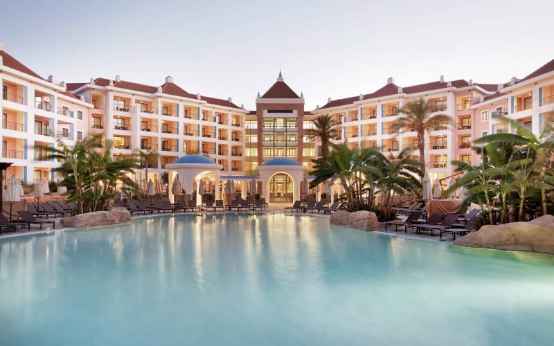 Hilton As Cascatas